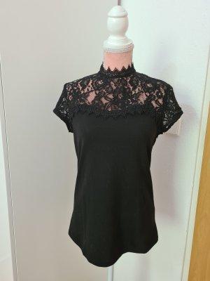 schwarzes T-Shirt mit Spitzeneinsatz