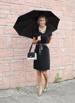 Schwarzes tolles Kleid