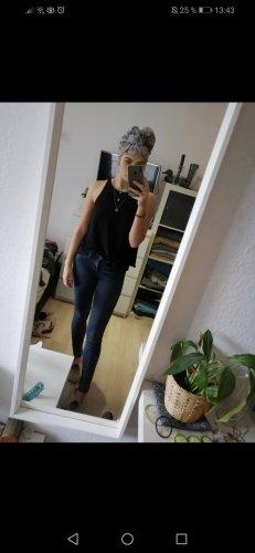 Schwarzes Top mit tollem Rücken