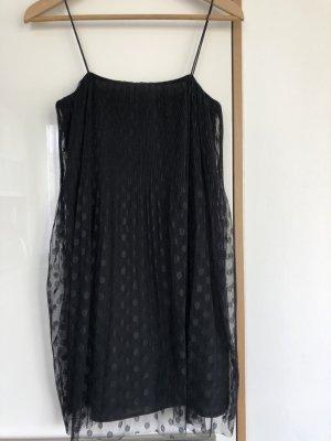 Schwarzes Trägerkleid mit Tüll