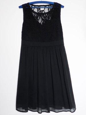 Schwarzes Vero Moda Kleid mit Spitzeneinsatz
