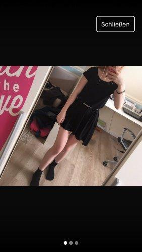 Schwarzes weites Kleid