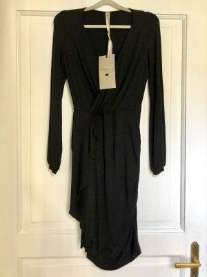 Schwarzes Wickelkleid