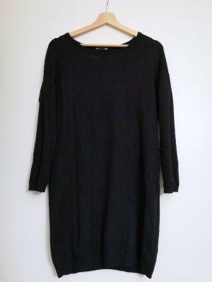 schwarzes Wollkleid