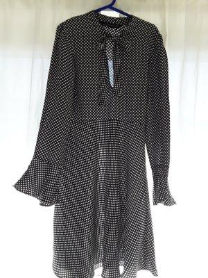 Schwarzweißes Kleid