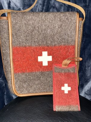 Schweizer Armee Handmade FilzTasche Unikat