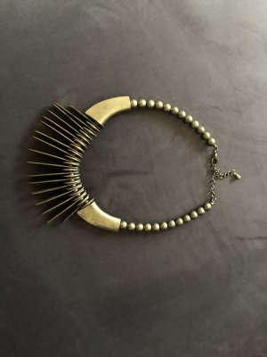 Zara Collier oro