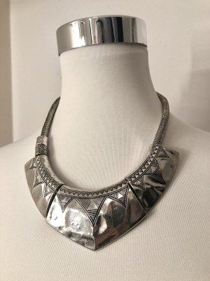 Schweres Silberfarbenes Collier