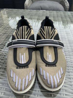 Sehr gut erhaltene Prada Sneakers