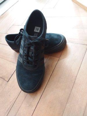 Sehr individuelle Sneakers adidas Originals Veloursleder