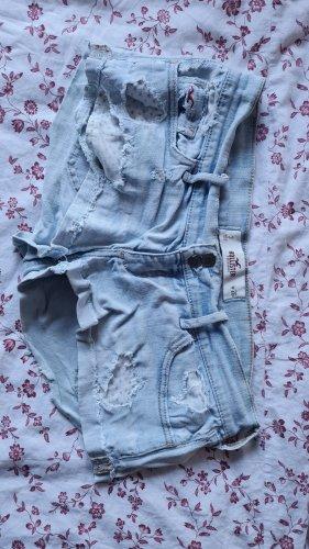 sehr kurze Shorts