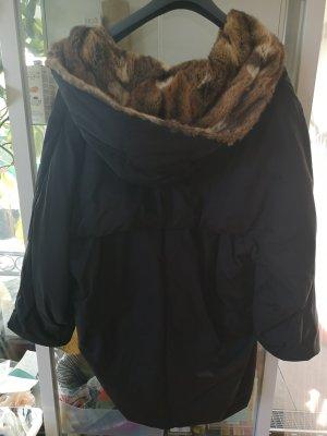 Sehr leichte Jacke mit Pelzkapuze