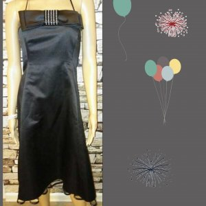 Sehr schick u. edel sieht dieses schwarze Kleid bzw Cocktailkleid