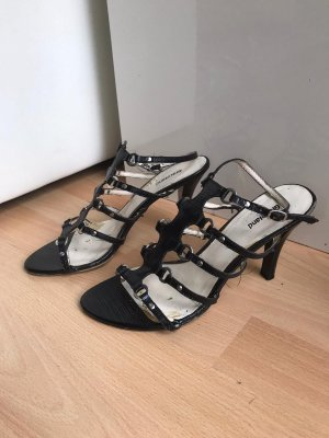 0039 Italy Strapped pumps black