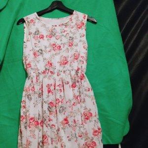 Sehr schön Sommer Kleid .