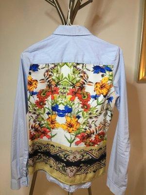 Sehr schöne Bluse mit Muster auf dem Rücken