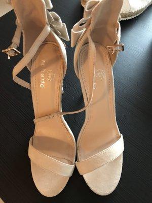 Sandalo con cinturino beige chiaro