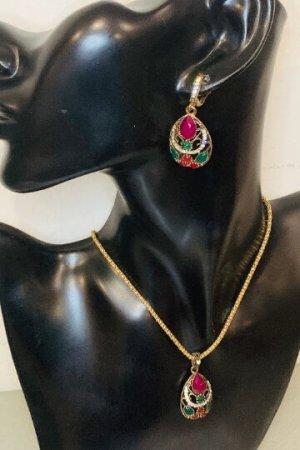 """Sehr schöne Kette +2 Ohrringen, goldfarben , mit tollem Grün,weiß und """"Lila"""" Steinen #TOPSHOP"""