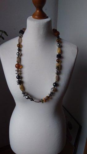 Sehr schöne Kette mit Halbedelsteinen und anderen Perlen