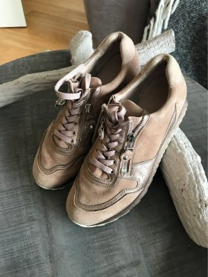 Sehr schöne Sneaker von Kennel und Schmenger!
