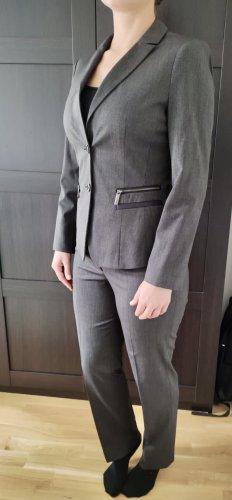 Sehr schöner,elegant taillierter neuwertiger Damen Hosenanzug von s.Oliver
