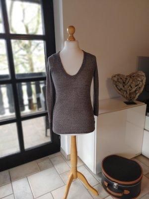 Sehr schöner V-Ausschnitt Pullover aus silbernen Glitzergarn