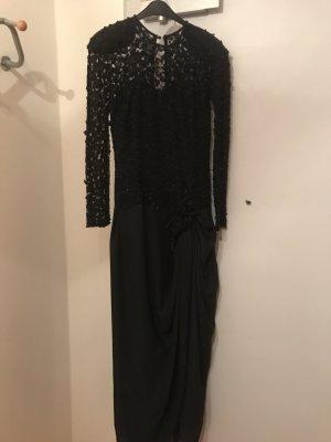 Sehr schönes Abendkleid in schwarz. Maasanfertigung. Stickerei und Tüll.