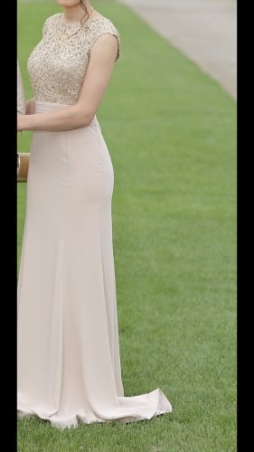 Sehr schönes Kleid