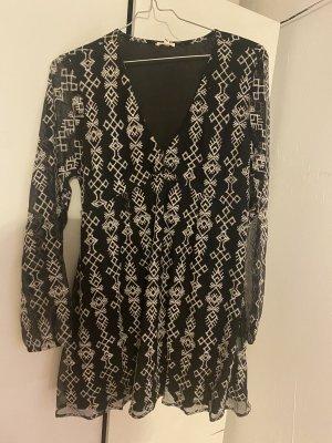 Sehr schönes Kleid mit Stickerei, Grösse 40 (L) Grundfarbe schwarz, Srickerei weiss, Tüllärmel