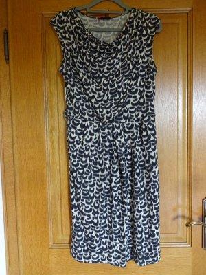 Sehr schönes Kleid mit toller Musterung in Gr. 40