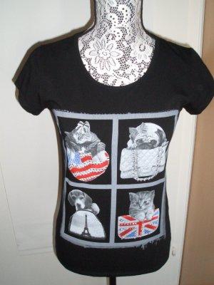 Sehr schönes T-Shirt mit Tiermotiven und Nieten verziert