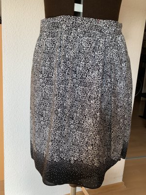 Comptoir des Cotonniers Falda cruzada negro-blanco Seda