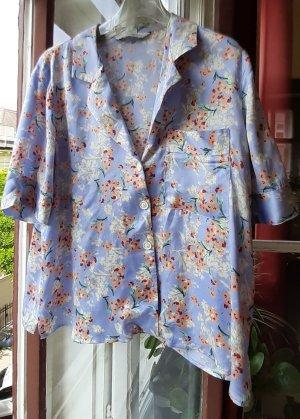 Seidig glänzende Bluse in Hellblau von Zara