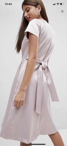 Seidig glänzendes Kleid