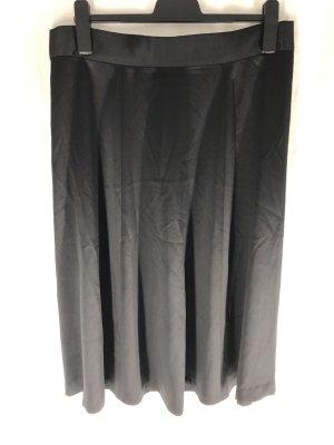 seidiger midirock in schwarz mit goldenem reißverschluss