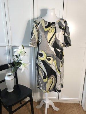 Seidiges lockeres Kleid