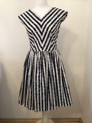 Selbstgenähtes Kleid im 50er Jahre Stil
