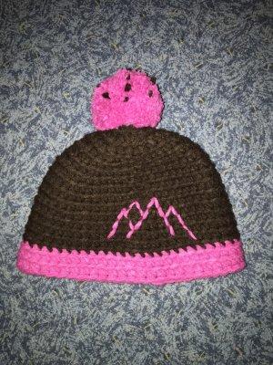 Cappello a maglia marrone-rosa