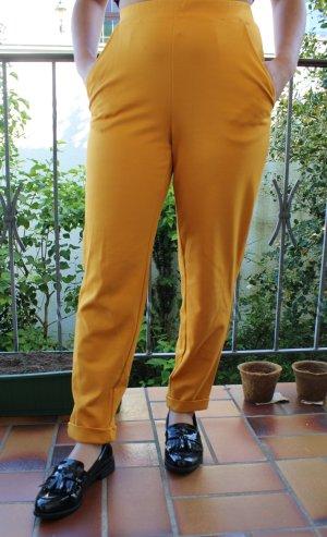Senfgelb-farbende Hose