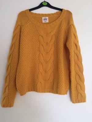 Senfgelbener Pullover