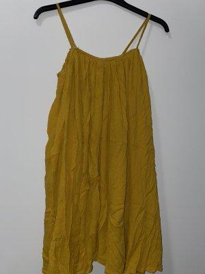 Senfgelbes wunderschön fallendes Kleid