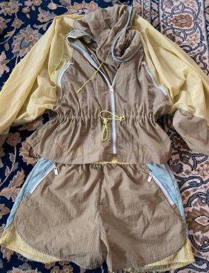 Set aus Jacke und Shorts Trainingsanzug Retrostyle von Zara