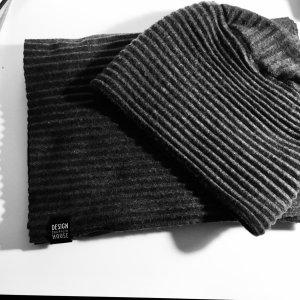 Design House Stockholm Écharpe en laine gris foncé tissu mixte