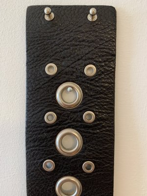 SET - Nietengürtel aus schwarzem Leder