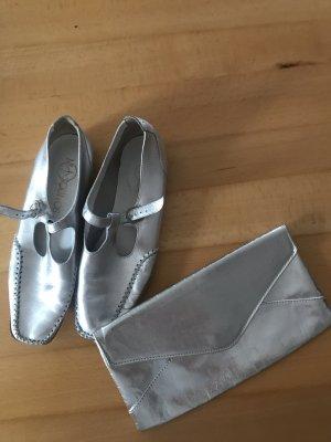 Set silberne clutch und Schuhe