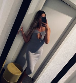 Sexy grau geripptes Kleid mit Ausschnitt