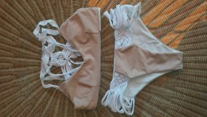 Bikini blanco-rosa empolvado