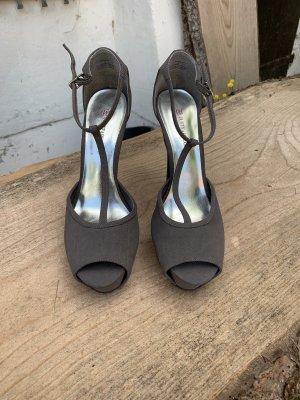 Sexy High Heels grau, Gr. 41 mit T-Steg Riemchen