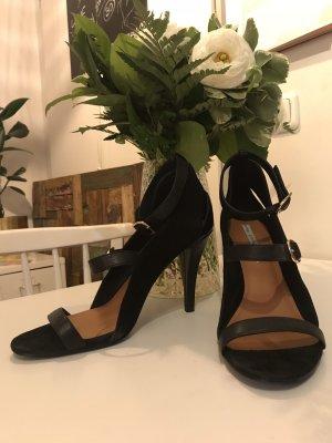 Sexy offene Sandaletten mit goldenen Verschlüssen