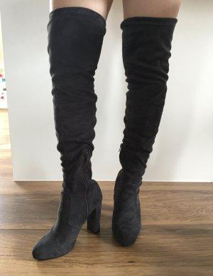 Botas con tacón gris oscuro